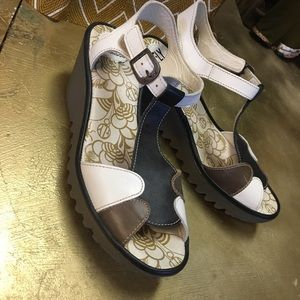 Fabulous high end Fly London wedges 🙌